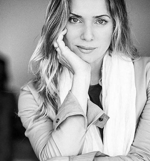 Nua aos 44 anos Leticia Spiller sem preconceitos