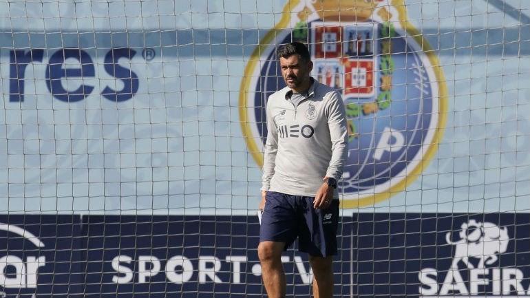 Ricardo e dois bês viajam para Liverpool — FC Porto