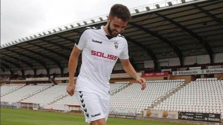 Pelayo Novo, jogador do Albacete, cai do terceiro andar de hotel