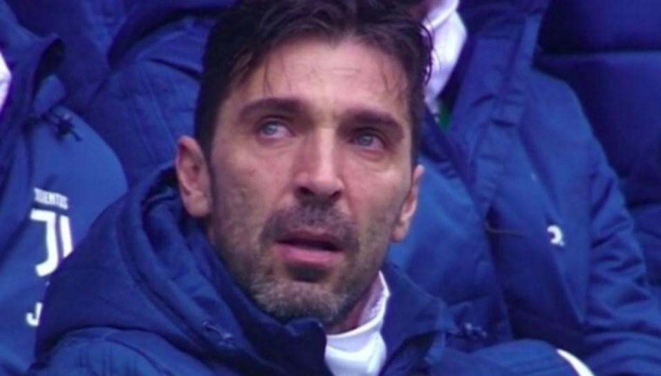 Astori 13: silêncio, mosaico e continência marcam homenagens ao capitão da Fiorentina