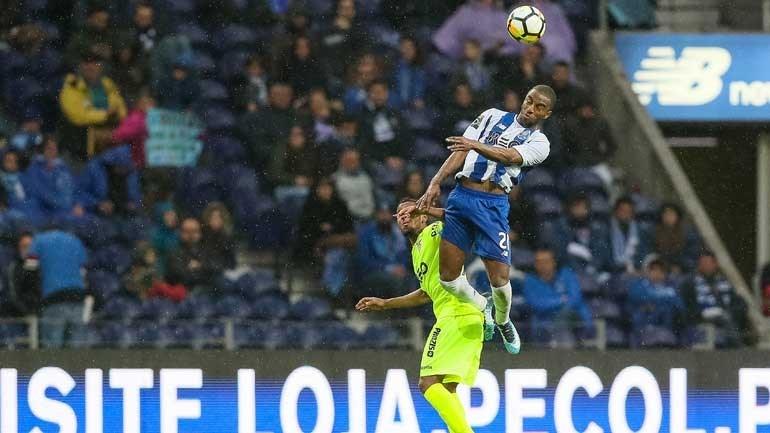 FC Porto regressa às vitórias ao vencer o Aves por 2-0