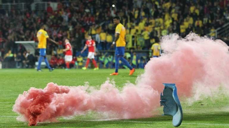 Benfica vence nos descontos e lidera à condição