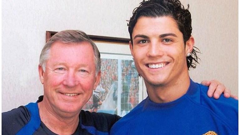 Ex-técnico do Manchester United, Alex Ferguson passa por cirurgia de emergência