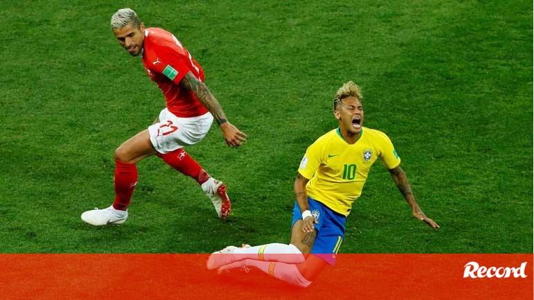 Neymar sofreu uma quantidade de faltas poucas vezes vista na história dos  mundiais - Mundial 2018 - Jornal Record 925f195fe1ffe