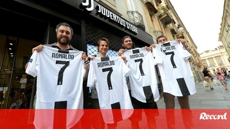 c6a2a775e Incrível  Juventus faturou 54 milhões em vendas da camisola de Ronaldo -  Itália - Jornal Record
