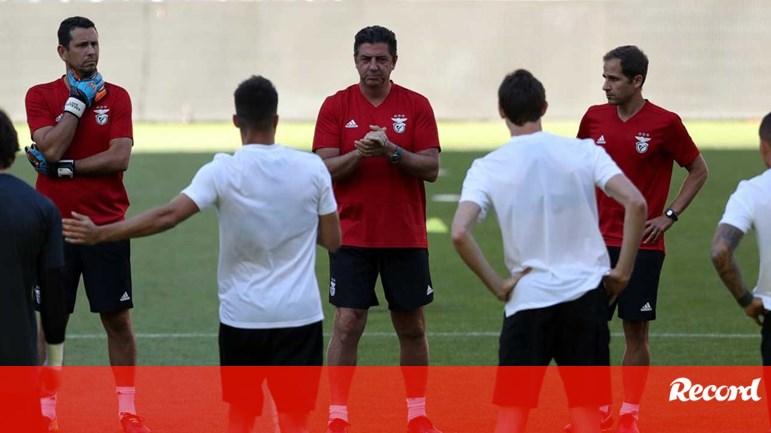 Rui Vitória  «Risco é para os bombeiros...» - Benfica - Jornal Record 5374c706b138e