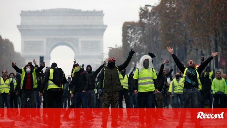 Jogo do PSG adiado a pedido da polícia de Paris - França - Jornal Record 12a385c9f112b