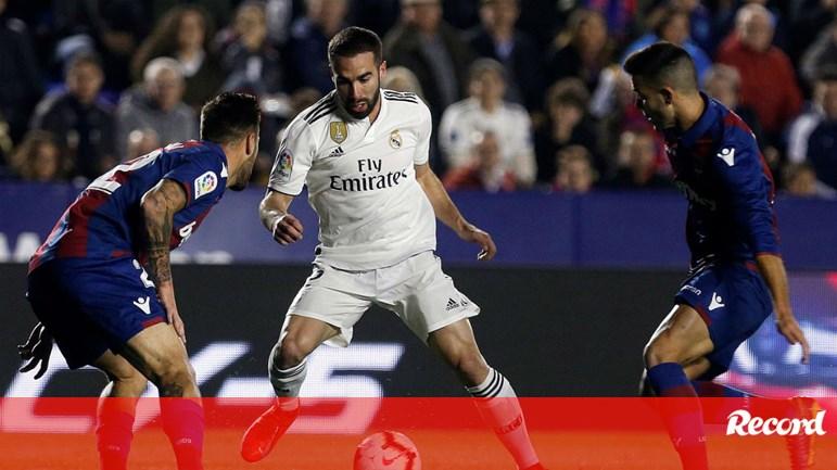 Carvajal defende Casemiro  «Eu estava a 25 metros e ouvi a patada...» -  Espanha - Jornal Record a24c0cb6c4097
