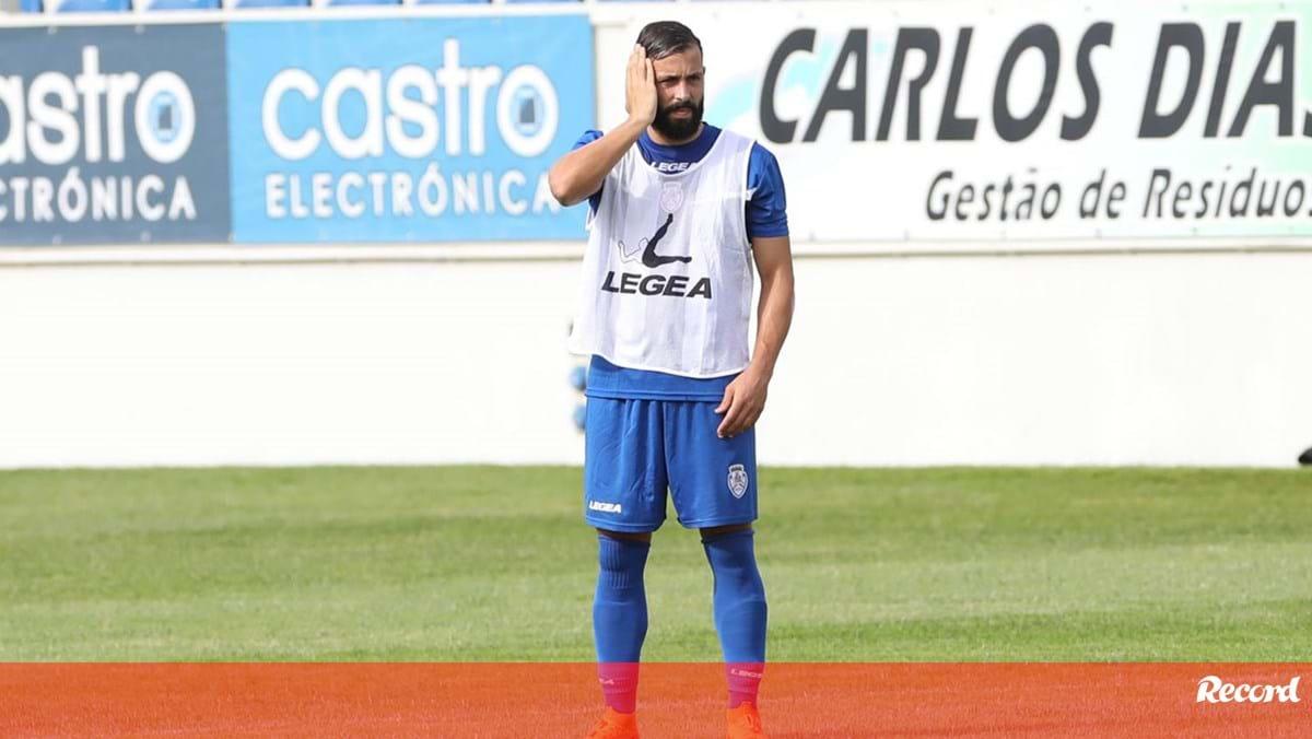 Tiago Mesquita pára de três a quatro semanas - Record
