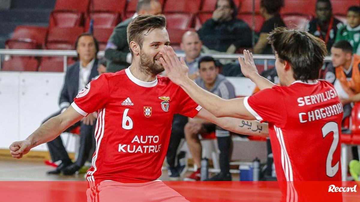 Benfica goleia em Viseu e chega à décima vitória - Record