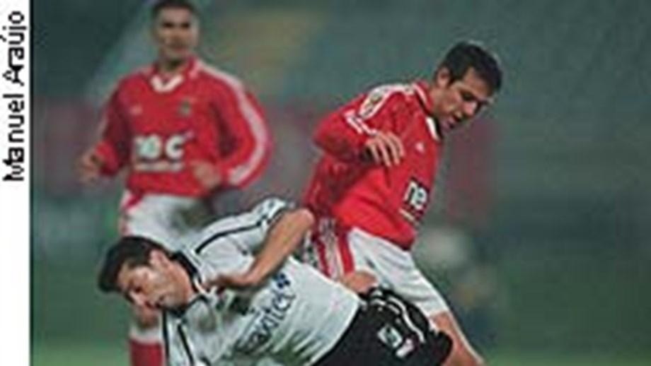 765bbed2e1 Encarnados querem limpar castigo de Carlos Marchena - Benfica ...