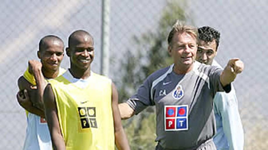 c57fe5a5fd Creche e aparece - FC Porto - Jornal Record