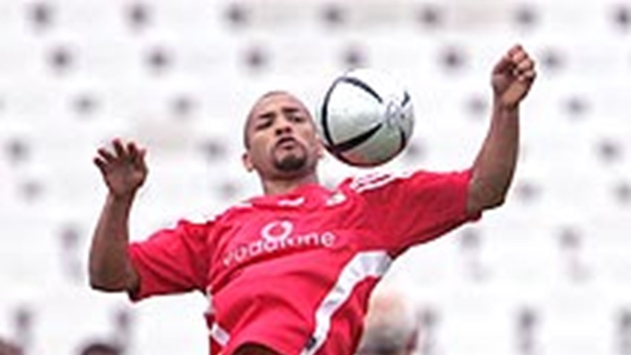 O mais recente reforço do Benfica pode mesmo ser convocado com o Anderlecht. O brasileiro revela bons dotes técnicos e um poderio físico invejável que agradam, por certo, a Trapattoni. Ontem, o médio já foi submetido a trabalho extra para acelerar o regresso à competição