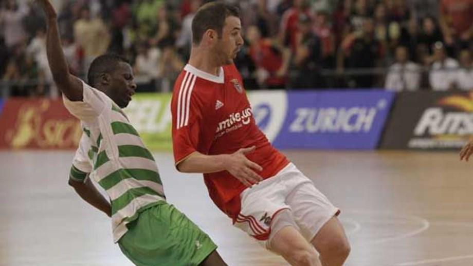 Benfica derrotado (4-6) pelos Leões de Porto Salvo - Futsal - Jornal ... d36fb491c3a74