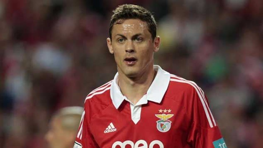 Cerco a Matic intensifica-se - Benfica - Jornal Record cc2d29be81549