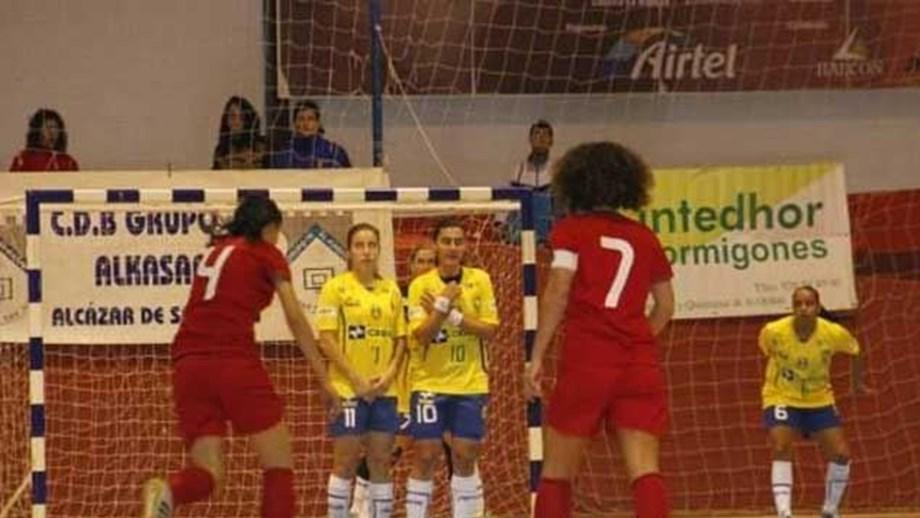 be09379eca Torneio Mundial  Brasil afasta Portugal da final - Futsal - Jornal ...