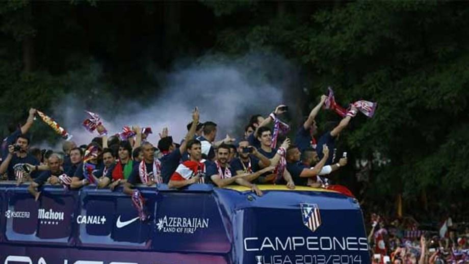 Milhares festejam título do At. Madrid na fonte Neptuno - Espanha ... e35466a351efd