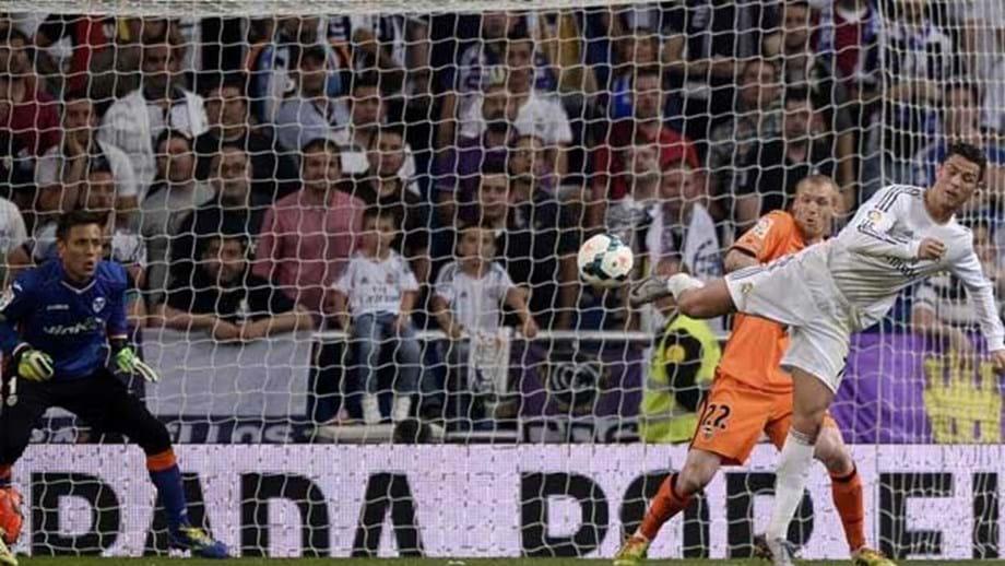 Coice de Ronaldo eleito melhor golo do ano - Real Madrid - Jornal Record cda95bcb08f68