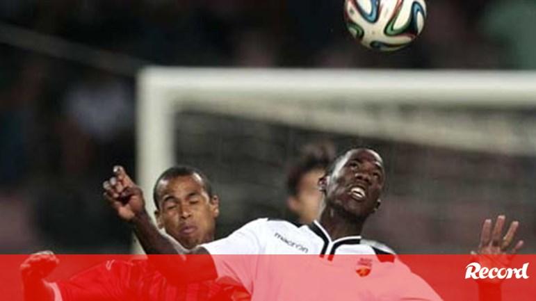 Benfica e FC Porto disputam Carlos - Farense - Jornal Record c6809630852c2