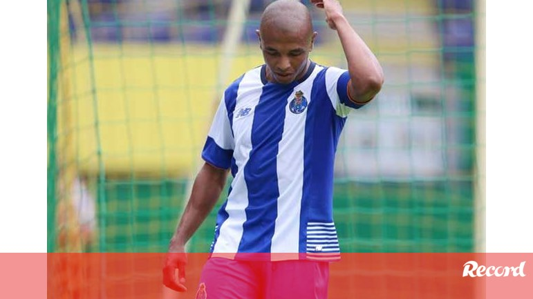 Brahimi encanta a jogar limitado - FC Porto - Jornal Record 62ca539a60117
