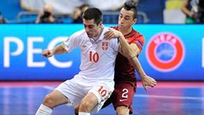 Portugal perde com a Sérviae não foge à Espanha