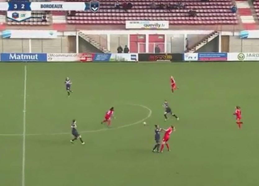 Futebol feminino também tem destas cenas de pancadaria - Vídeos - Jornal  Record f781c320c4348