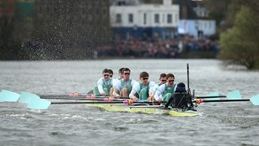 Cambridge volta a ganhar a Oxford na regata do Tamisa
