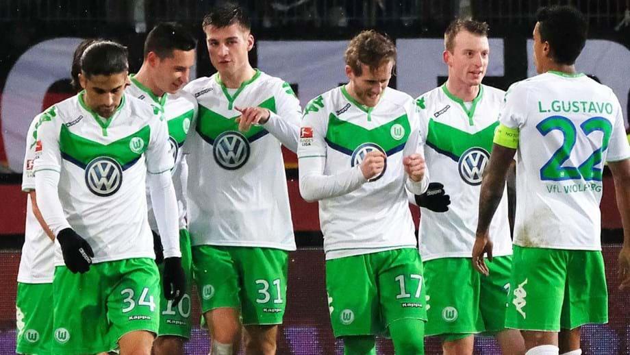 Wolfsburgo goleia em Hannover - Alemanha - Jornal Record d65ea315cbffb