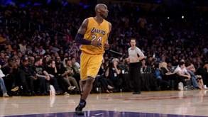Kobe marca 60 na hora da despedida e leva LA Lakers ao triunfo