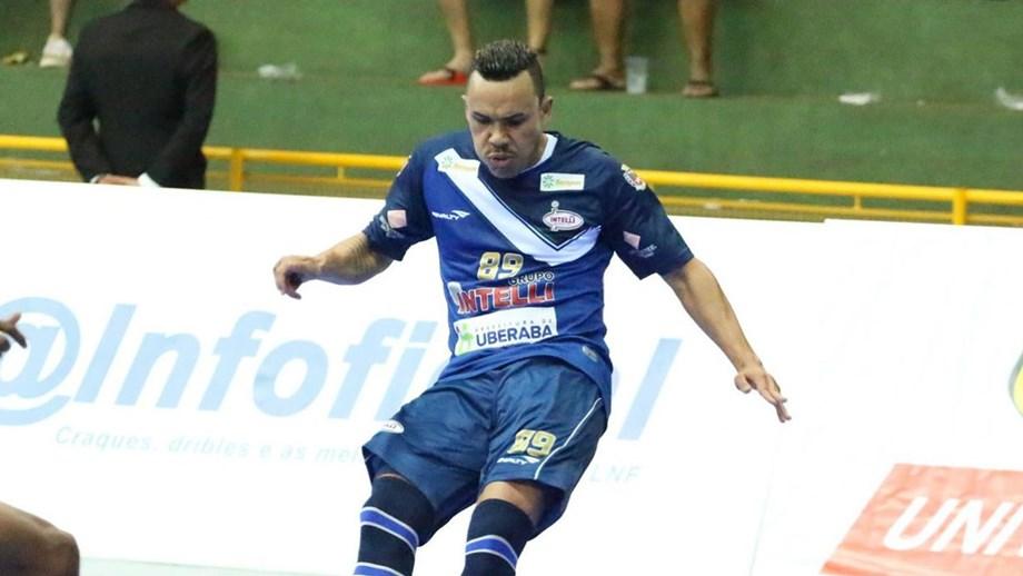 Sporting vence corrida pelo pivô Dieguinho - Futsal - Jornal Record f5d077e5cc5f7