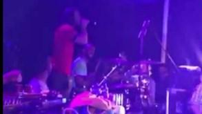 Helton brilha na bateria ao lado de Gabriel o Pensador