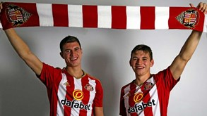 Sunderland contrata Paddy McNaire Donald Love ao Man. United