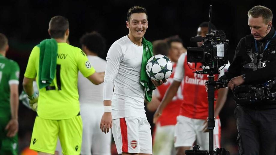 Médio do Arsenal assinalou primeiro hat-trick da carreira no Instagram 60c4a891204a5
