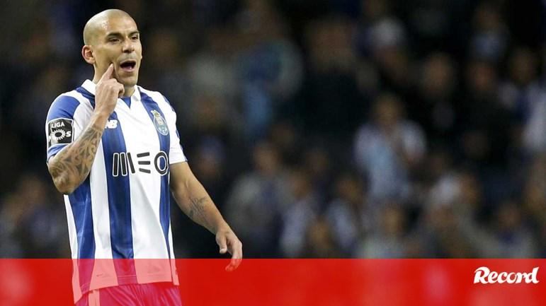 f2d69a9c50 Maxi Pereira  «Não há desculpas» - FC Porto - Jornal Record