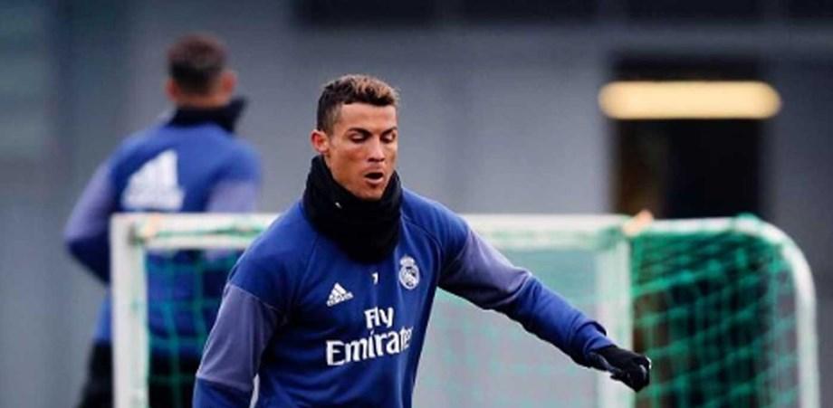 Ronaldo estreia botas no primeiro treino de 2017 - Fotogalerias ... ecfd58cc1047a