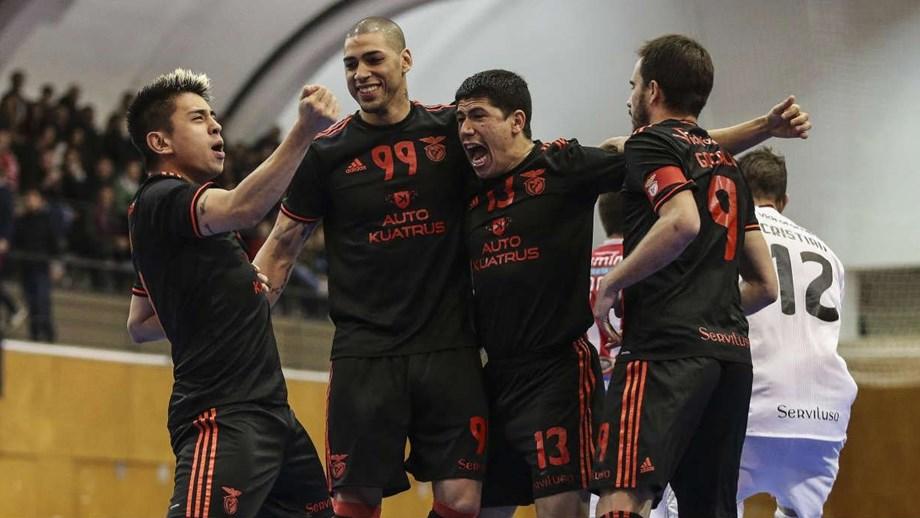 Benfica bate Burinhosa e reaproxima-se da liderança - Futsal ... 780ff0f8f5187