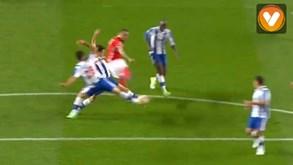 Mitroglou aqueceu as luvas de Casillas