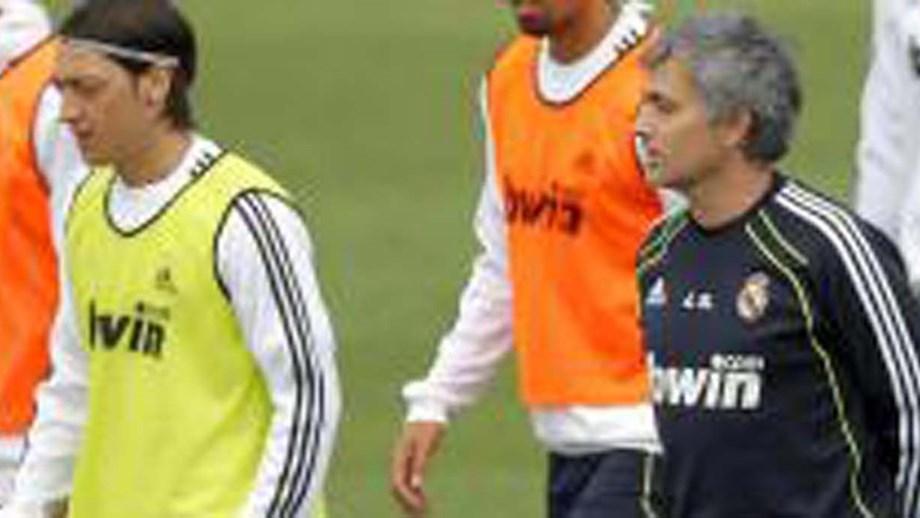 Mesut Özil não esquece as palavras de Mourinho antes de assinar pelo ... bdb0cc0758dea