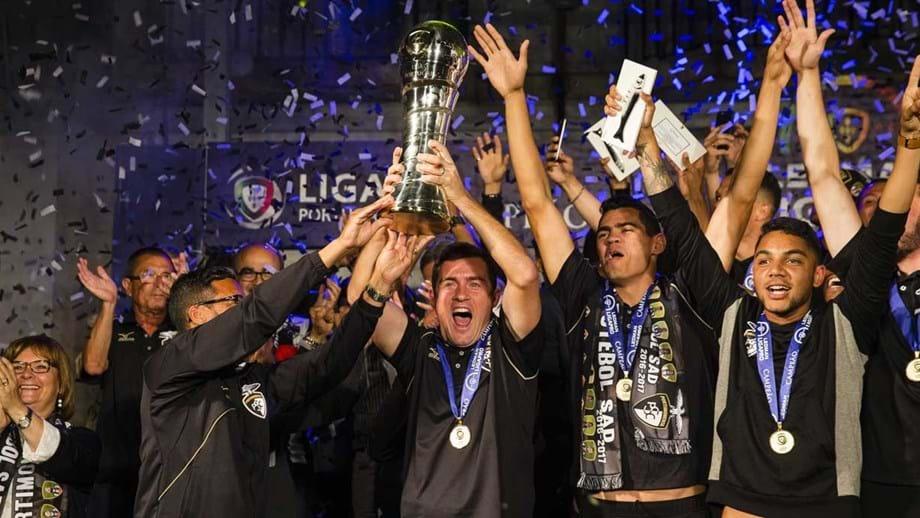 Euforia na entrega da taça de campeão - Portimonense - Jornal Record 99da964aecf79