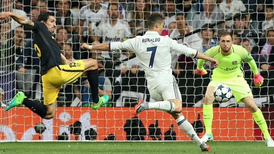 8178db2440 Golo de CR7 é o melhor das  meias  da Champions. Remate que deu o 2-0 sobre  o At. Madrid
