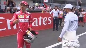 Hamilton recusa apertar mão a Vettel e cria situação constrangedora na Áustria