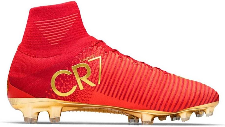 e936b1510d Chuteiras de Ronaldo vendidas por 11