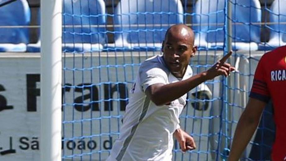 Thiago Santana  «Este ano quero marcar pelo menos 10 golos» - Santa ... 1b402361af316