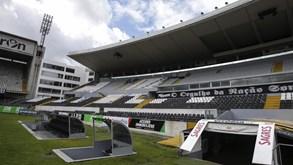 V. Guimarães B-Arouca: Vencer ou afundar
