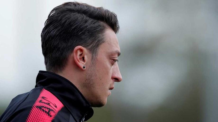 Mesut Özil exige o número 10 para ficar no Arsenal - Inglaterra ... 3365fc82aa83e