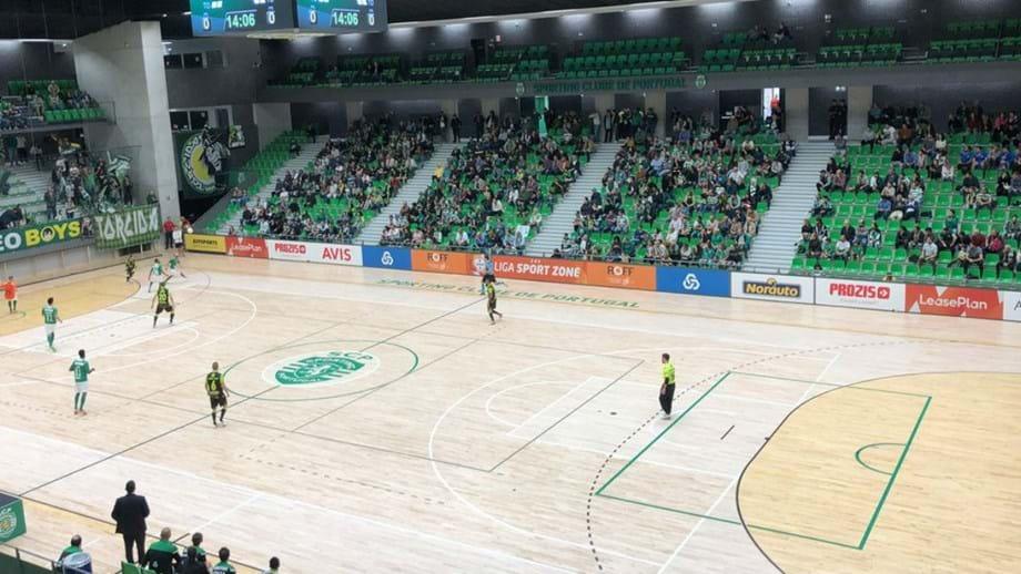 Sporting impõe-se com goleada (8-2) ao Fabril - Futsal - Jornal Record 3f73ca3ec0fb1