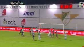 Alfa Semedo relançou o Moreirense no jogo com este cabeceamento
