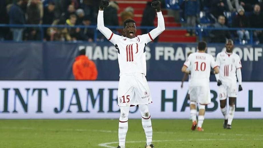 Central feliz por o golo ter dado a vitória sobre o Estrasburgo que tirou  equipa da zona de descida b41078341e2ba