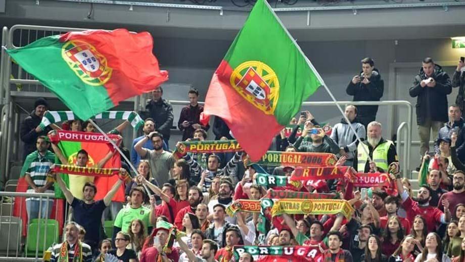 733d0206aa Mais de 100 portugueses estiveram no pavilhão e foi com eles que os  campeões celebraram