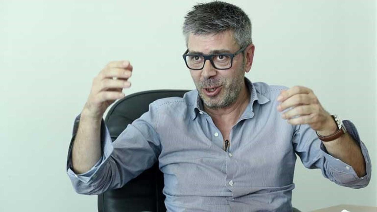 a3f0b7021e ... Rui Vitória  «Enquanto o pau vai e vem folgam as costas». Francisco J.  Marques .
